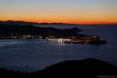Blick auf Portoferraio in der Nacht