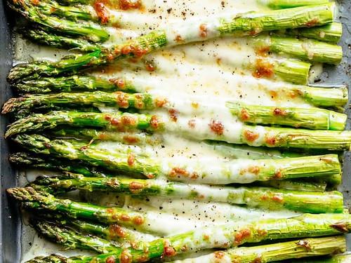 Keto Garlic Roasted Asparagus