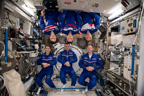 The six Expedition 59 crewmembers gather for a portrait