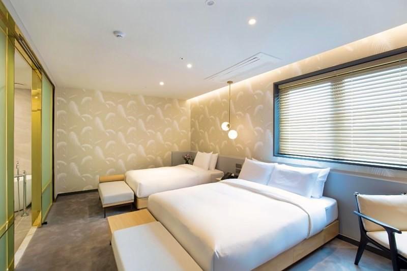 Hound Hotel Premier Nampo 3