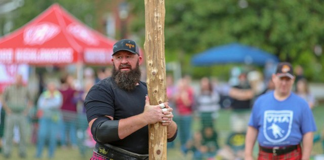 Traditional Scottish caber toss (2)