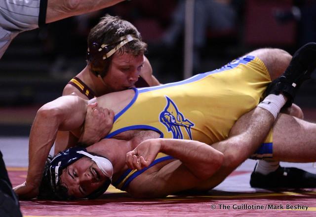 174: #7 Devin Skatzka (Minnesota) tech fall Josh Annis (Cal State Bakersfield) 18-0. 191101AMK0132