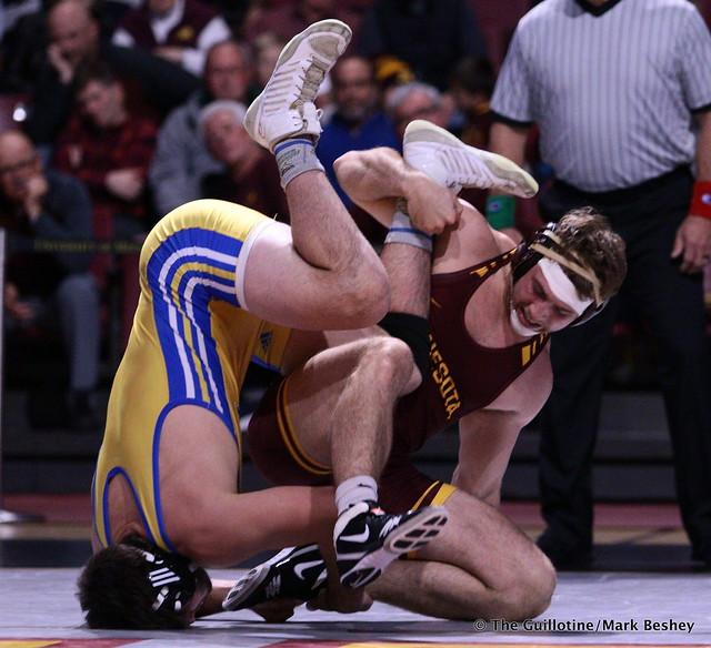 197: #24 Dominic Ducharme (Cal State Bakersfield) dec. Garrett Joles (Minnesota) 6-4. 191101AMK0168