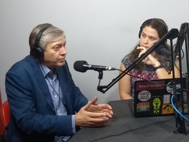 Strozake (esq.) concedeu entrevista nos estúdios da Rádio Brasil de Fato - Créditos: Sheila de Oliveira
