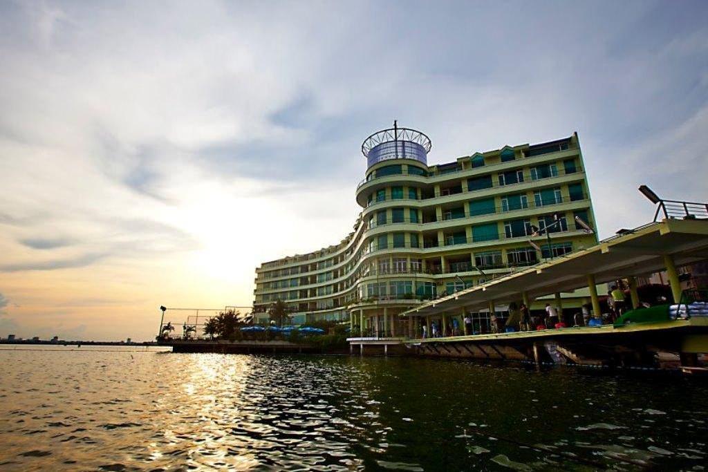 The Hanoi Club Hotel & Lake Palais Residences 1