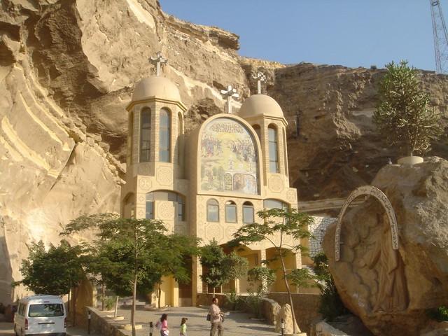 كنيسة القديس سمعان الخراز بجبل المقطم بالقاهرة