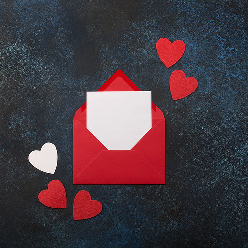 12_Empty card with Red envelope and hearts.