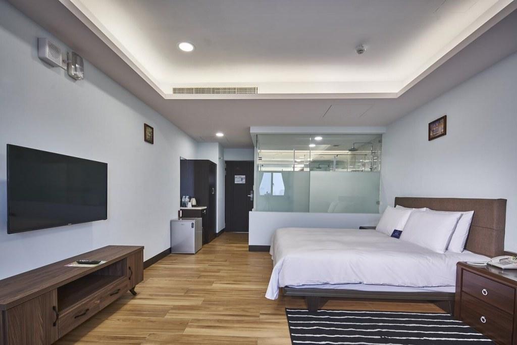 Hotel MENIPPE 3