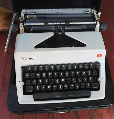 Olympia tyewriter  bought today for $20 by William J. Gibson, the Canuckshutterer