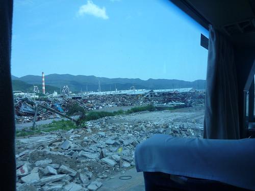 赤崎町の避難所へ, 大船渡で震災復旧ボランティア Japan Quake Volunteer Bus to Ofunato, Iwate pref.