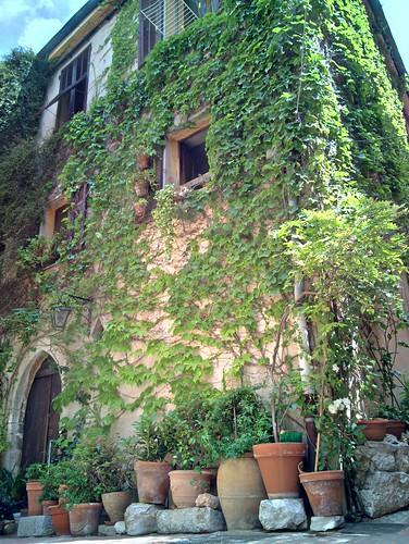 Casas na antiga estrada romana Via Julieta
