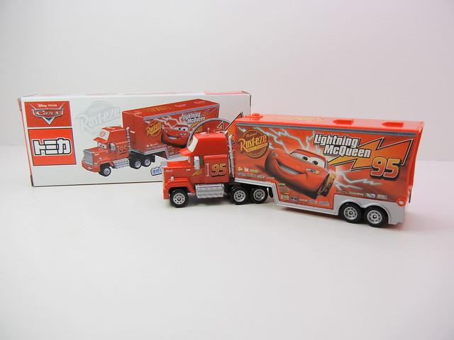 disney cars 2 tomica mack hauler toys r us exclusive Japan (2)