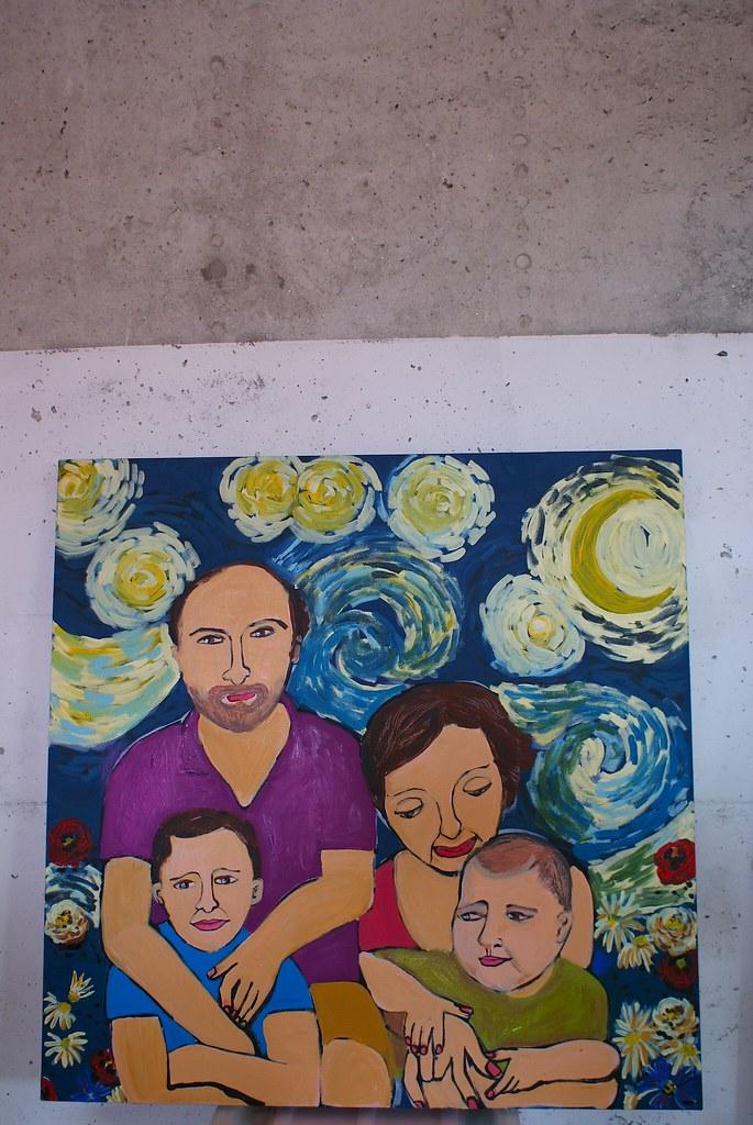 Retrato de familia sobre ceu de Van Gogh / Family portrait unde a Van Gogh sky
