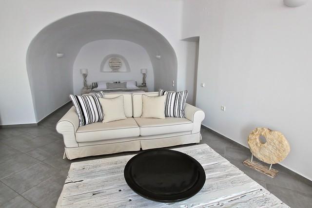 Salon d'une suite de l'hôtel San Antonio, Santorin, Grèce