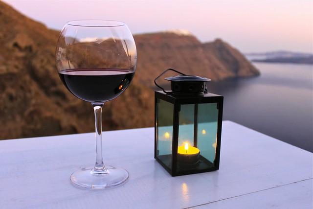 Souper et vin rouge, Santorin