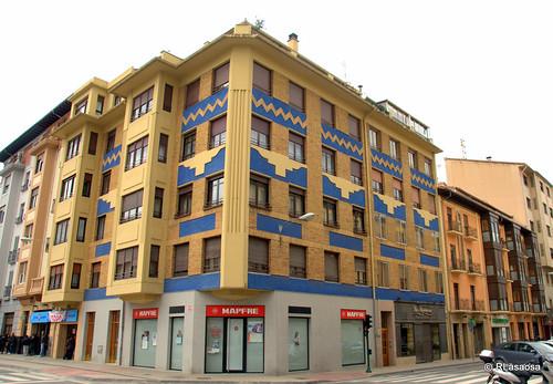 Edificios de viviendas en la confluencia de la calle Teobaldos y la calle Amaya.
