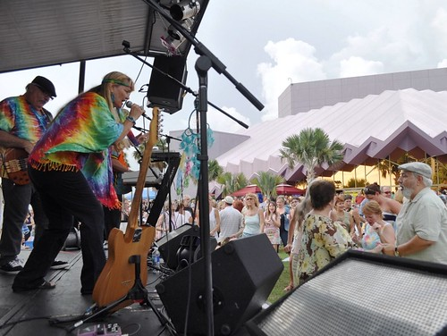 Marylu Kinlaw of Yesterdayze Sings to the Crowd at Van Wezel Performing Arts Hall Lawn, Sarasota, Fla., July 15, 2011