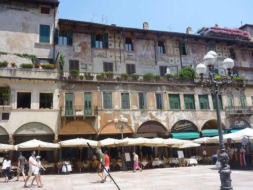 Piazza delle Erbe - painted walls