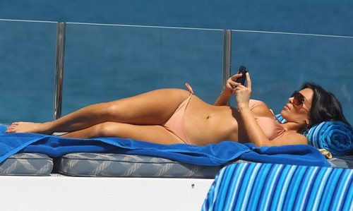 blackberry-kim-kardashian-bikini