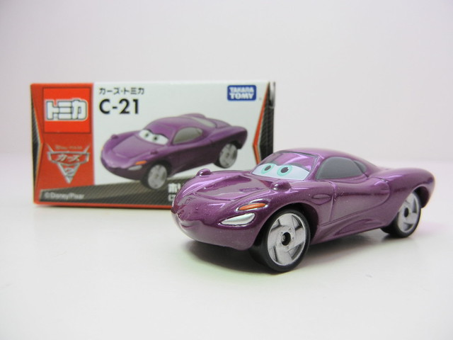 disney cars 2 tomica holley shiftwell (2)