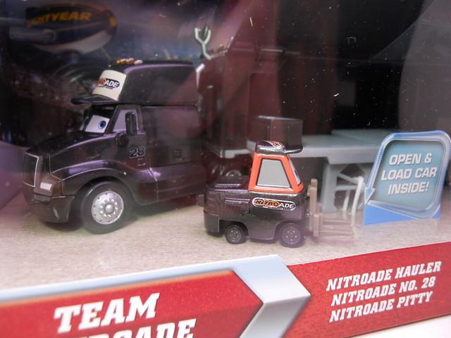 Disney CARS Nitrioade Hauler n Pitty Set (2)