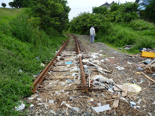 大船渡線の線路, 瓦礫撤去ボランティア(陸前高田市小友町) Japan Quake Reconstruction Volunteer at Rikuzentakata, Iwate pref.