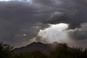 [フリー画像] 自然・風景, 雲, 暗雲, 山, 日光・太陽光線, 201107220500