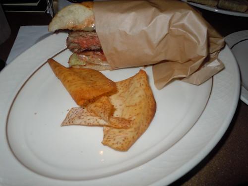 elgaucho_cheeseburger