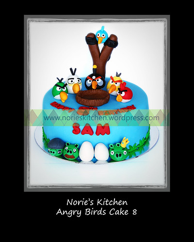 Norie's Kitchen - Angry Birds Cake 8