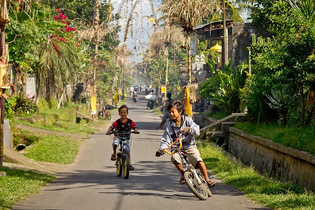 J78 / Scène de vie : Petite course à vélo