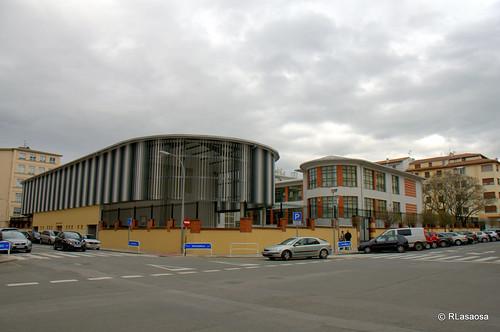 Vista del colegio Vázquez de Mella en la confluencia de la calle Leire y la calle Olite.