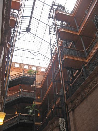 09-25-11-CA-LA-LAVA walking tour-atrium of a wonderful old building2.jpg