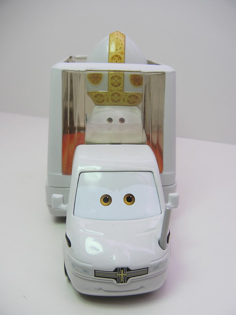 disney cars 2 pope and popemobile loose (1)