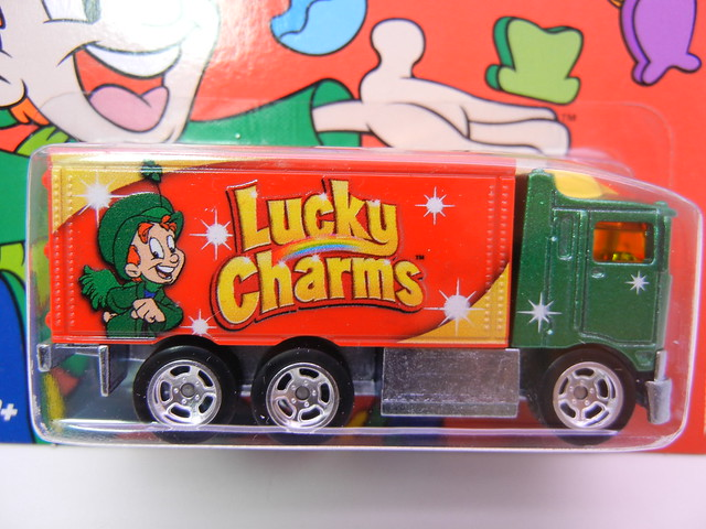 hot wheels nostalgia lucky charms hiway hauler (2)