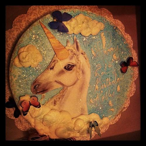 sparkly unicorn cake