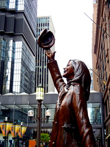 Mary Tyler Moore statue, Nicollet Mall