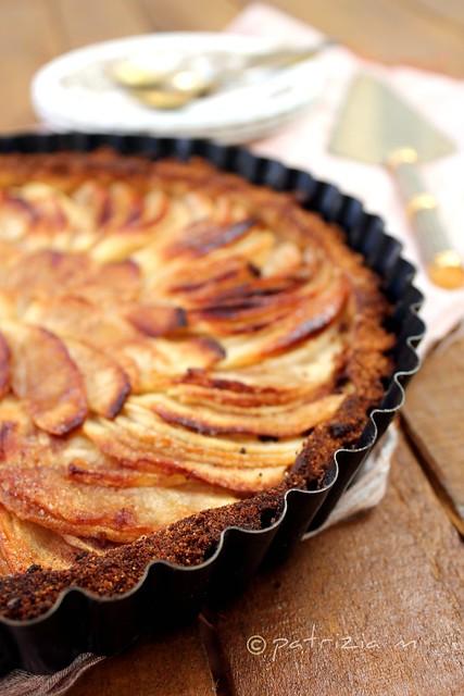 Crostata con frolla alle nocciole e mele caramellate allo zenzero e cannella - Hazelnut Tart with caramelized apples and ginger and cinnamon