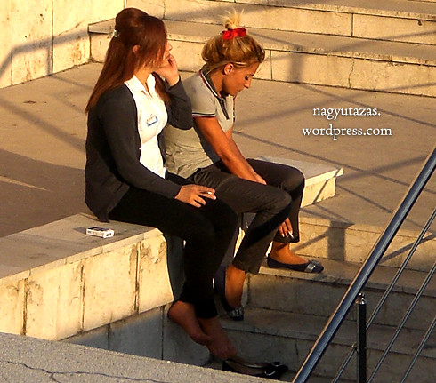 A szűk fekete nadrágok elég gyakoriak Törökországban