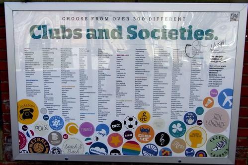 Trescientos Clubs y sociedades en la universidad de Leeds.