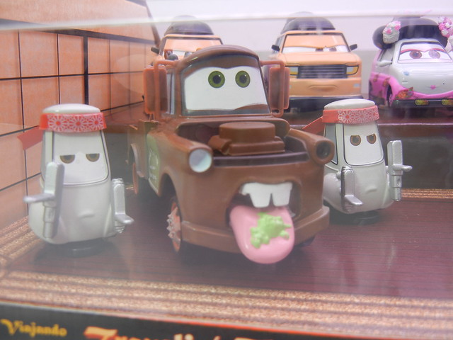 disney store cars 2 travelin' through tokyo diecast set (2)