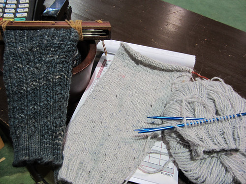 knitting10-22-11-2.JPG