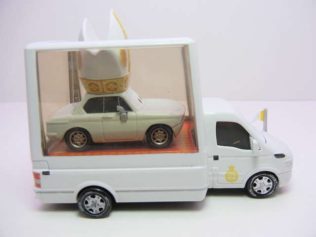 disney cars 2 pope and popemobile loose (12)