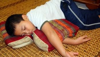 Abang Koning tidur awal