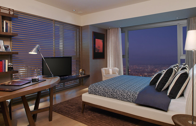 One Shangri-La Place Show Suite master's bedroom