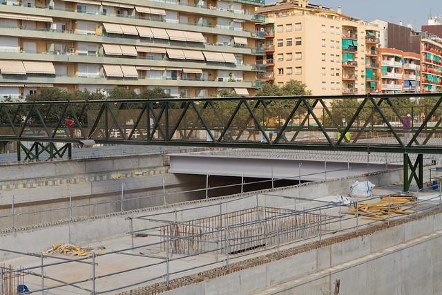 Sector Triangle Ferroviari - La pasarela para peatones con los nuevos soportes - 23-08-11