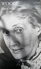 """Virginia Woolf, Saggi, prose, racconti; Mondadori (i Meridiani) 1998 [responsabilità grafiche non indicate]; alla p. del cofanetto editoriale: """"Foto centro documentazione Arnoldo Mondadori editore"""" [ritratto fotog. b/n. di V. W.]; Cofanetto edit. (part)"""