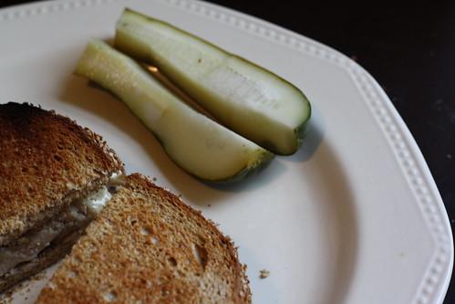 Sandwich w/pickles