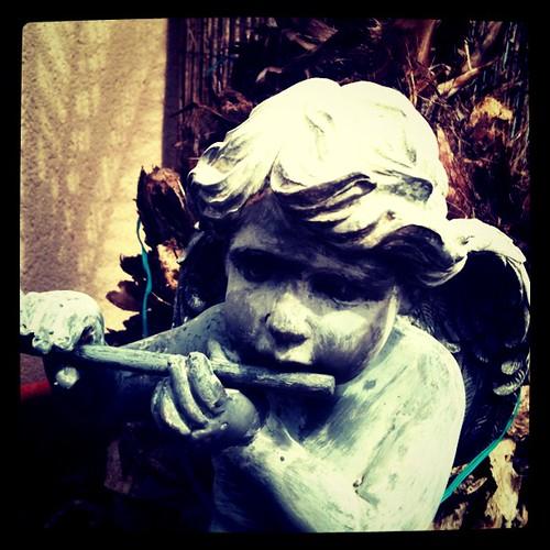 Un angel flautista ameniza la velada by rutroncal