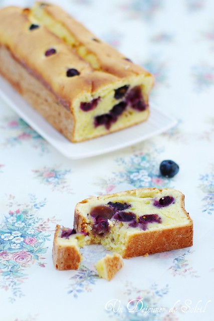 Ricotta cake with lemon and blueberries