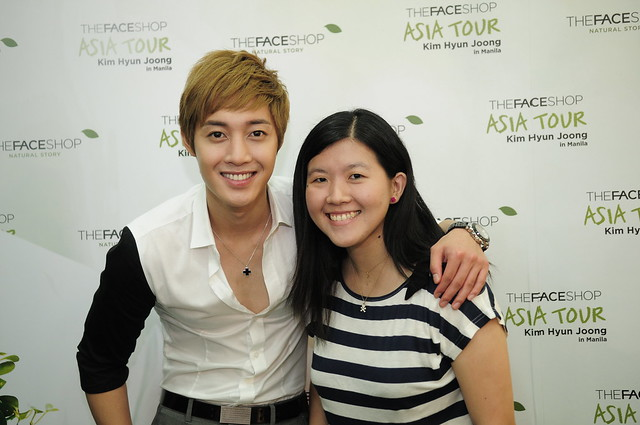 Kim Hyun Joong with Face Shop promo winner